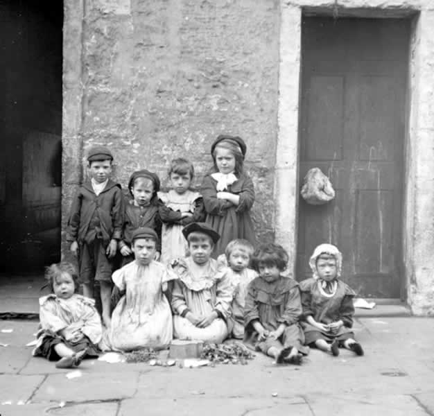 http://www.glasgowfamilyhistory.org.uk/PublishingImages/Children/c2253.jpg