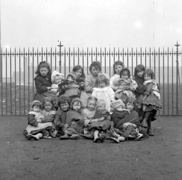 http://www.glasgowfamilyhistory.org.uk/PublishingImages/Children/c2491.jpg